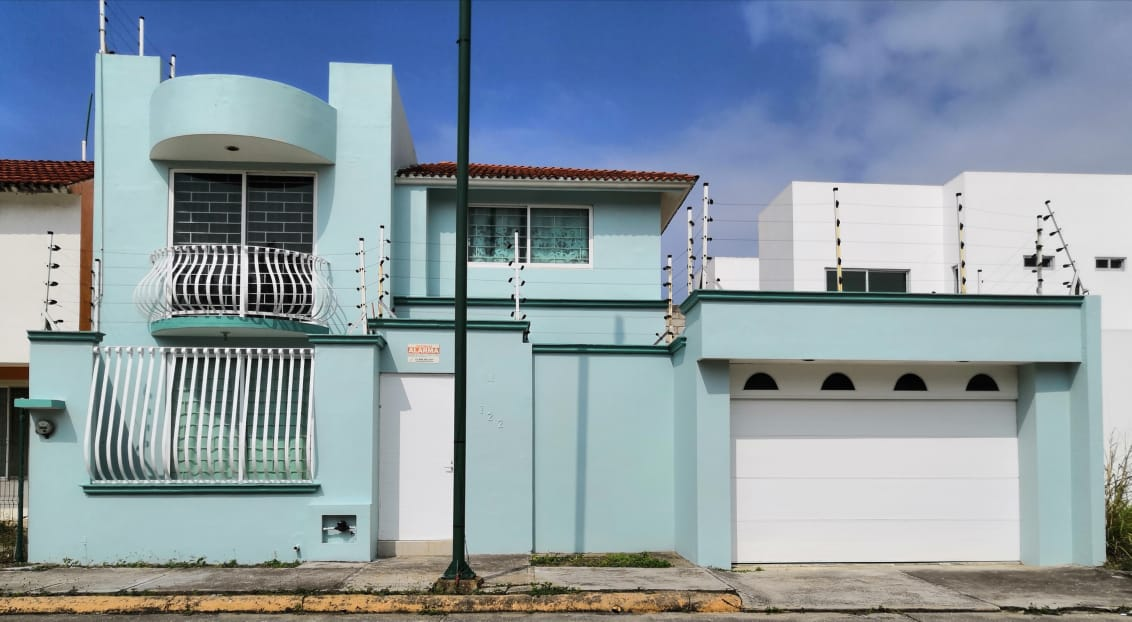 Renta de casa amueblada en fraccionamiento con vigilancia, Coatzacoalcos