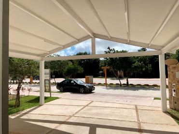 Casa en renta en Cancun Lagos de Sol residencial de lujo con alberca y seguridad 24 hrs.
