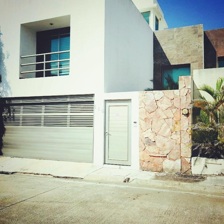 Venta de casa en fraccionamiento privado en Coatzacoalcos