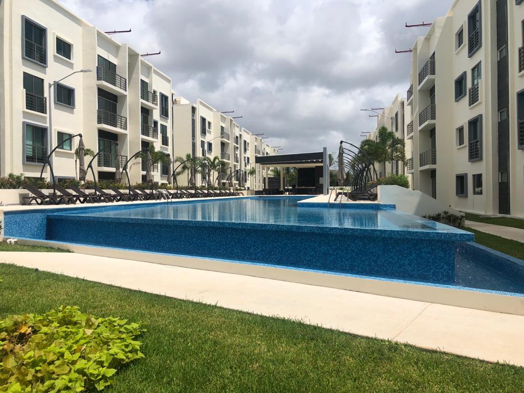 Venta de departamento en residencial con seguridad y alberca en Avenida Huayacán, Cancún