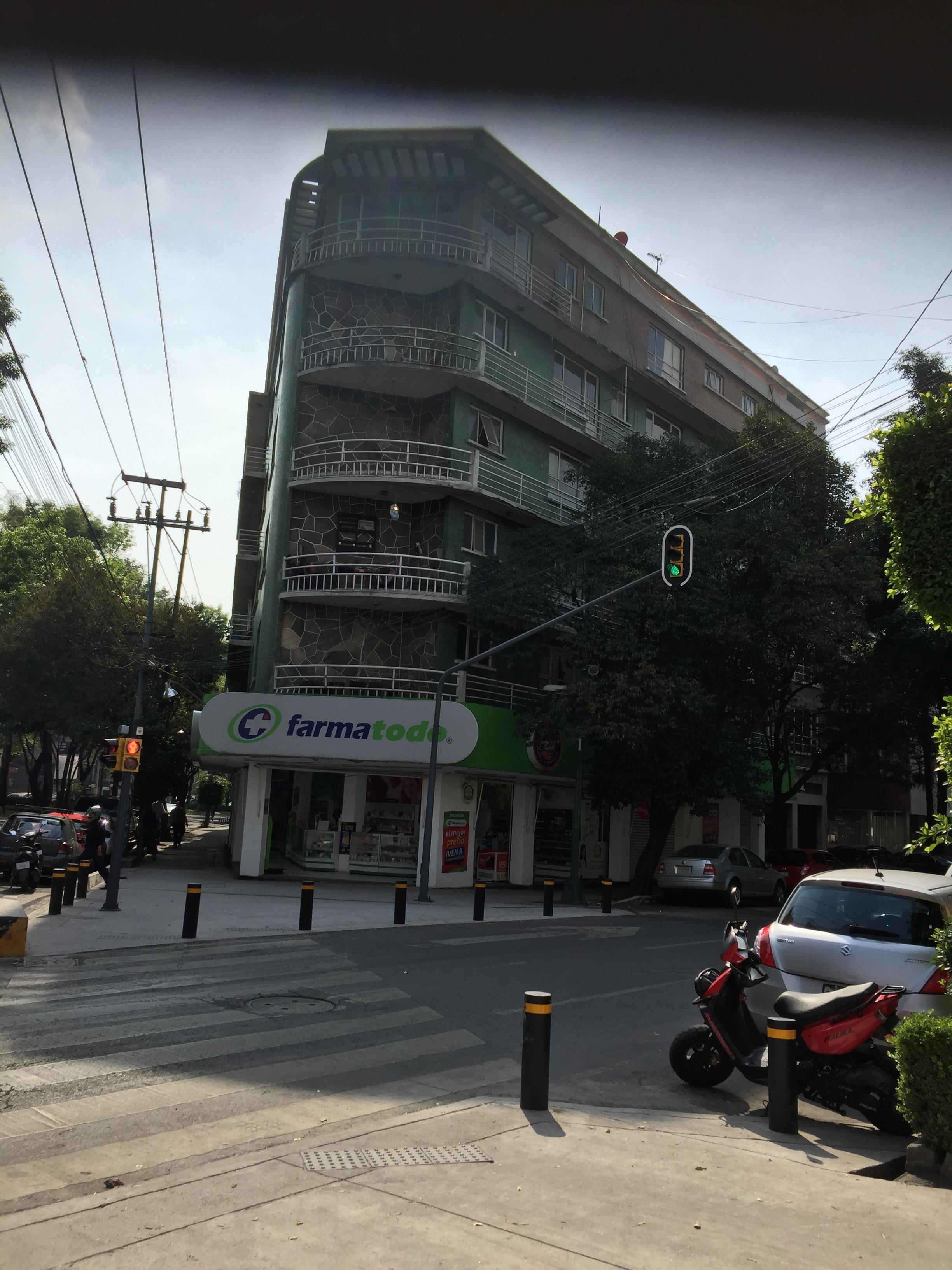 Edificio de departamentos y local en Venta Col. Del Valle
