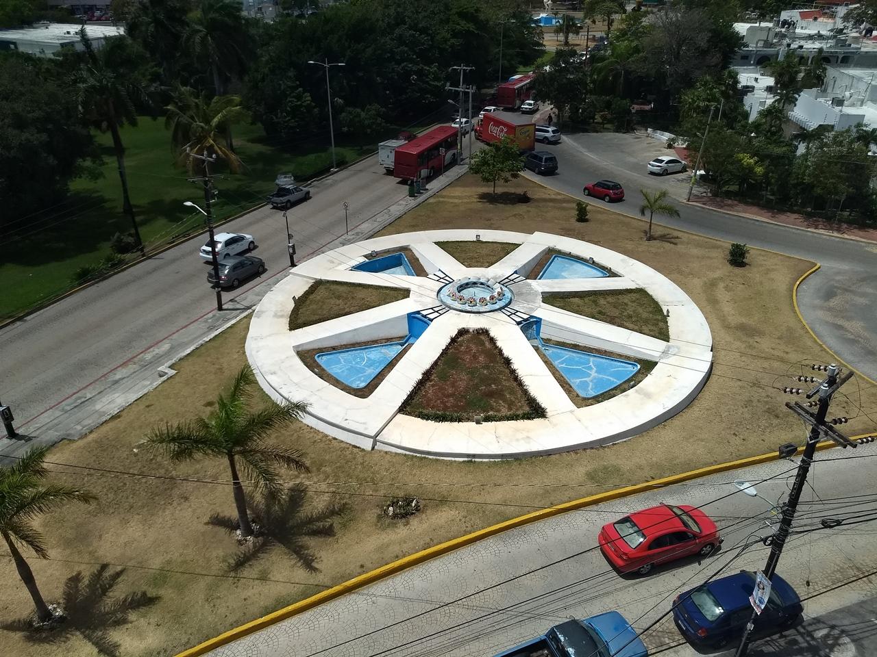 Oficina en renta en Cancún, cerca a la entrada a Zona Hotelera