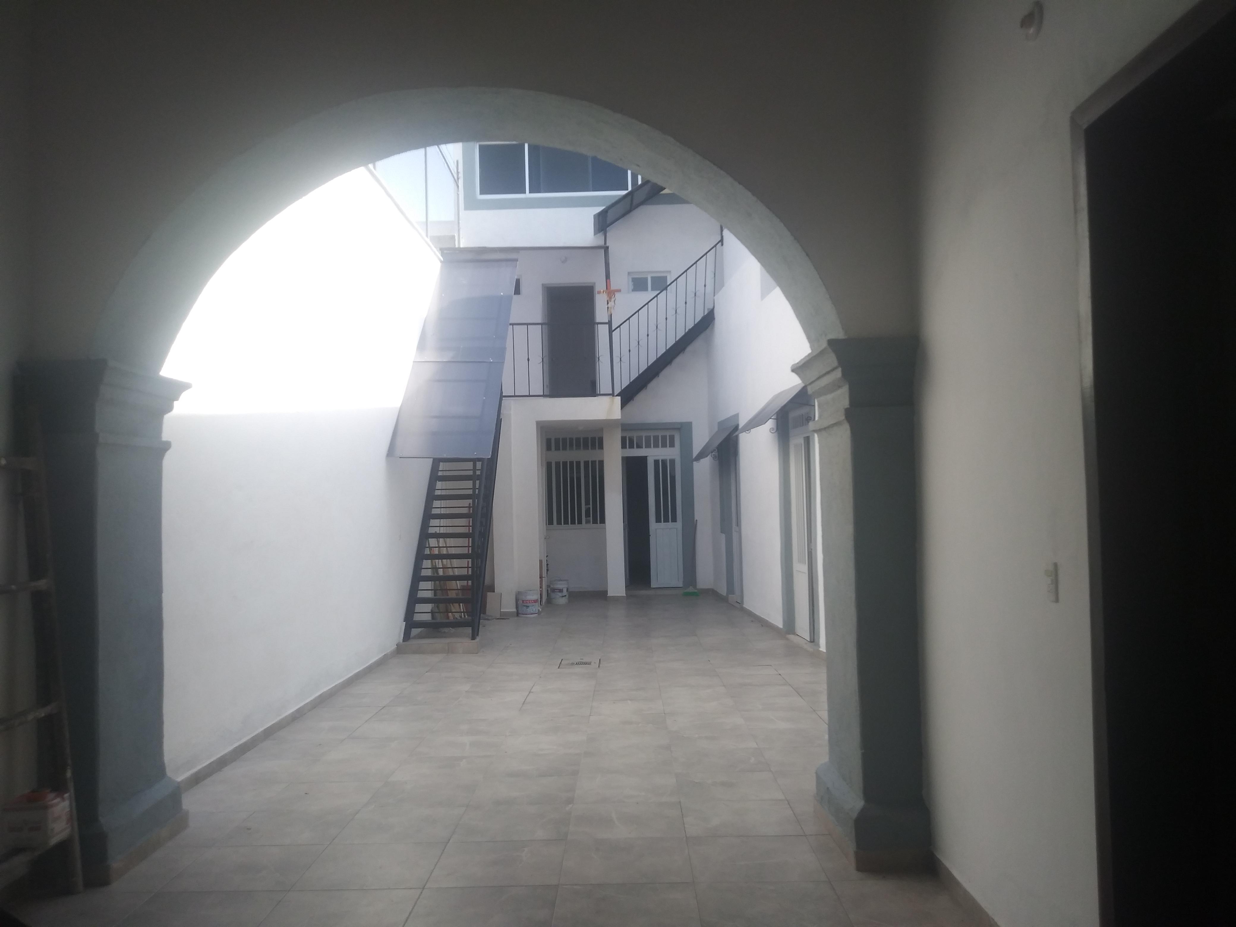 Casa remodelada en el Centro Histórico de Querétaro, ideal para rentar 22 habitaciones