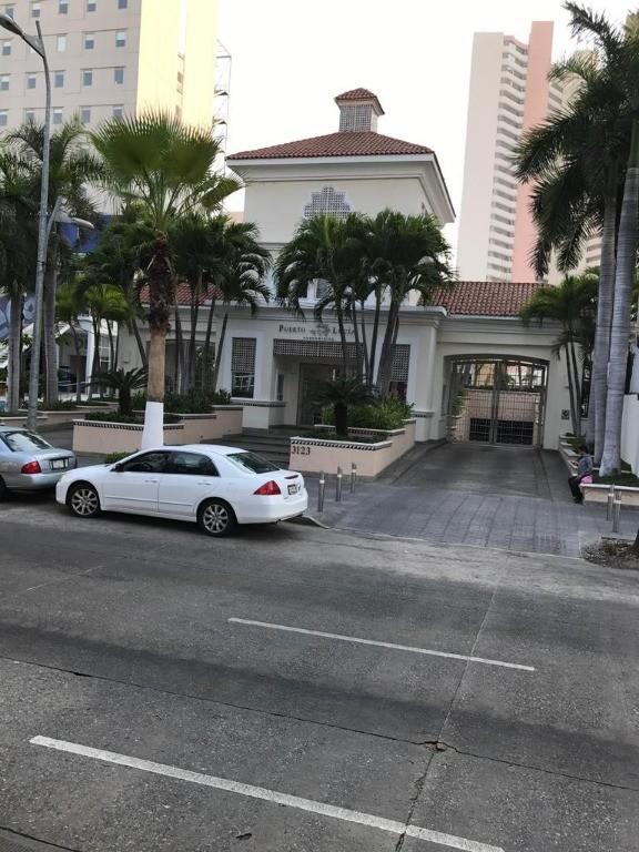 Departamento en venta en el Condominio Puerto Lucía en Costa Azul