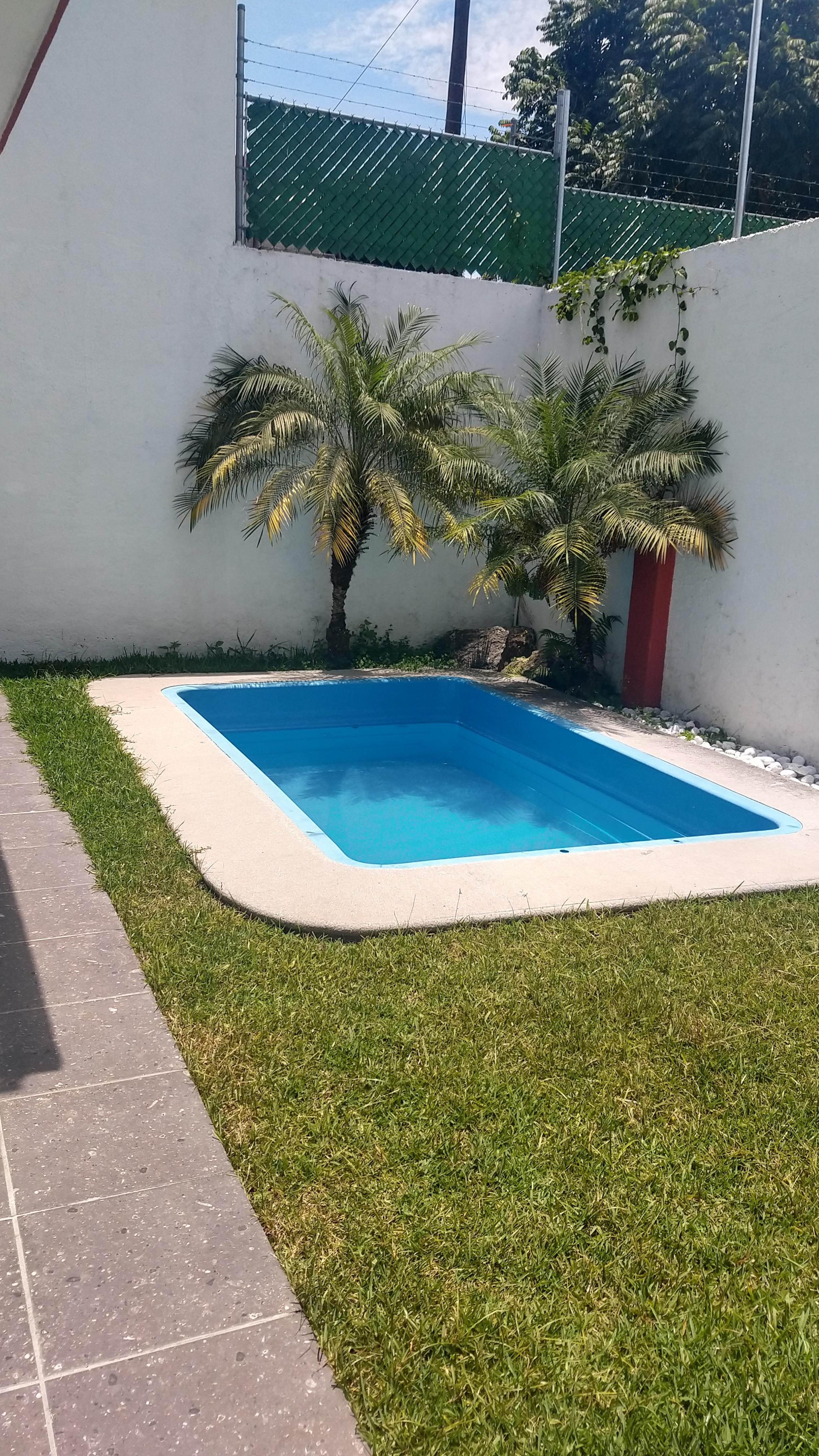 En venta casa sola con alberca en la Colonia Volcanes en Cuernavaca