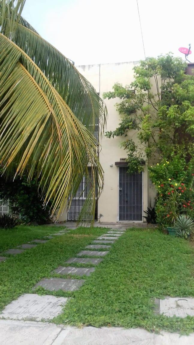 Linda casa sobre Av Las Torres