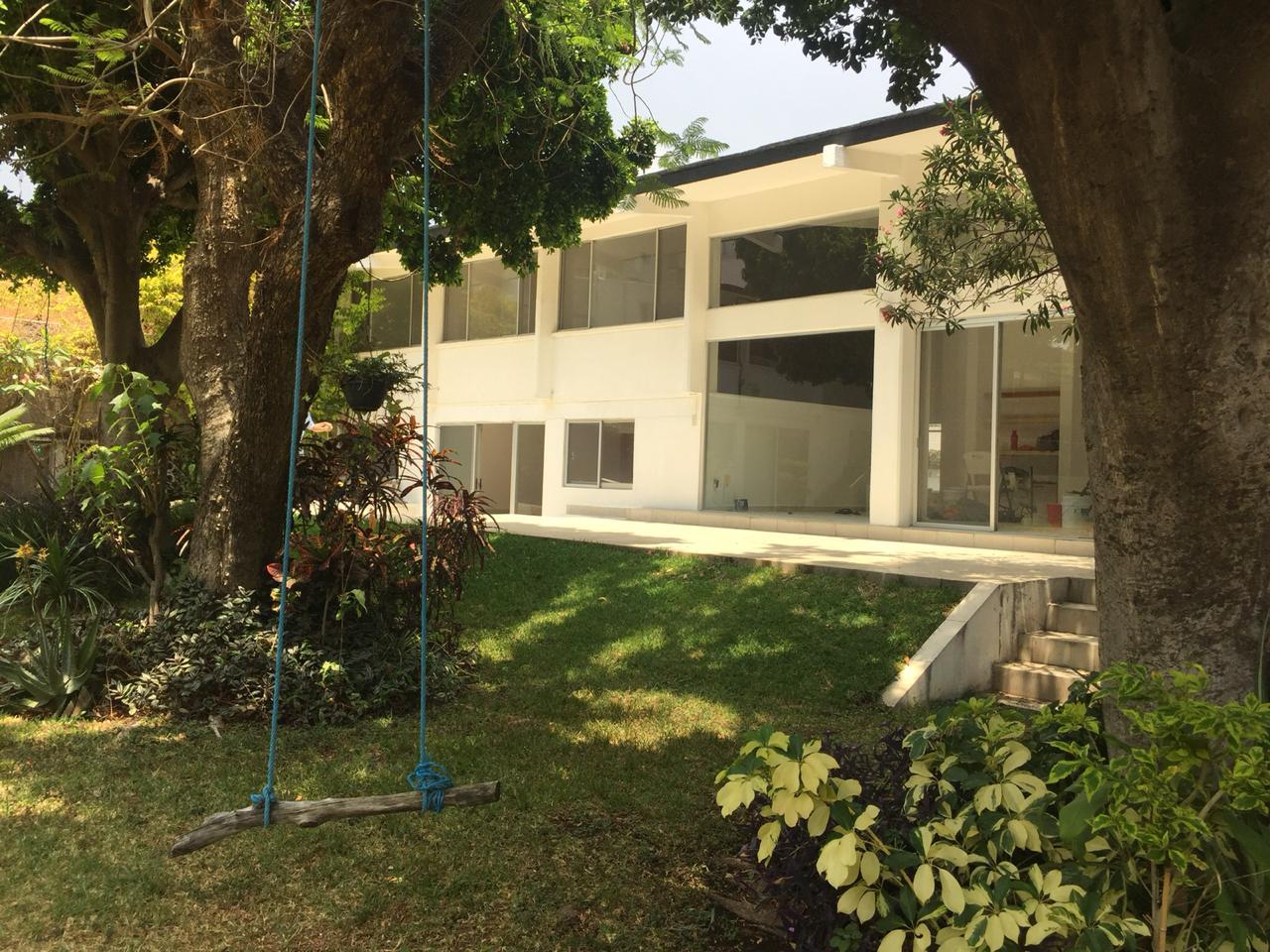Casa en venta en condominio zona dorada