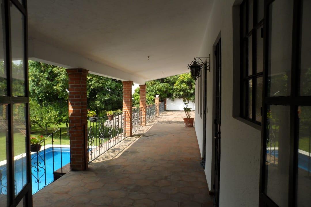 Residencia con Alberca y Extenso Jardín en Fracc Burgos con Seguridad 24Hrs $10,900,000