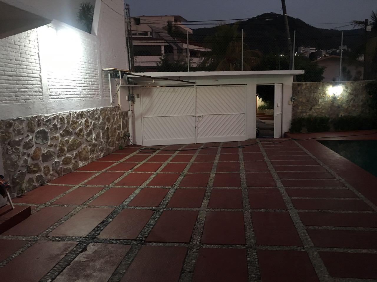 Renta de casa por noche  para 20 personas en Costa Azul