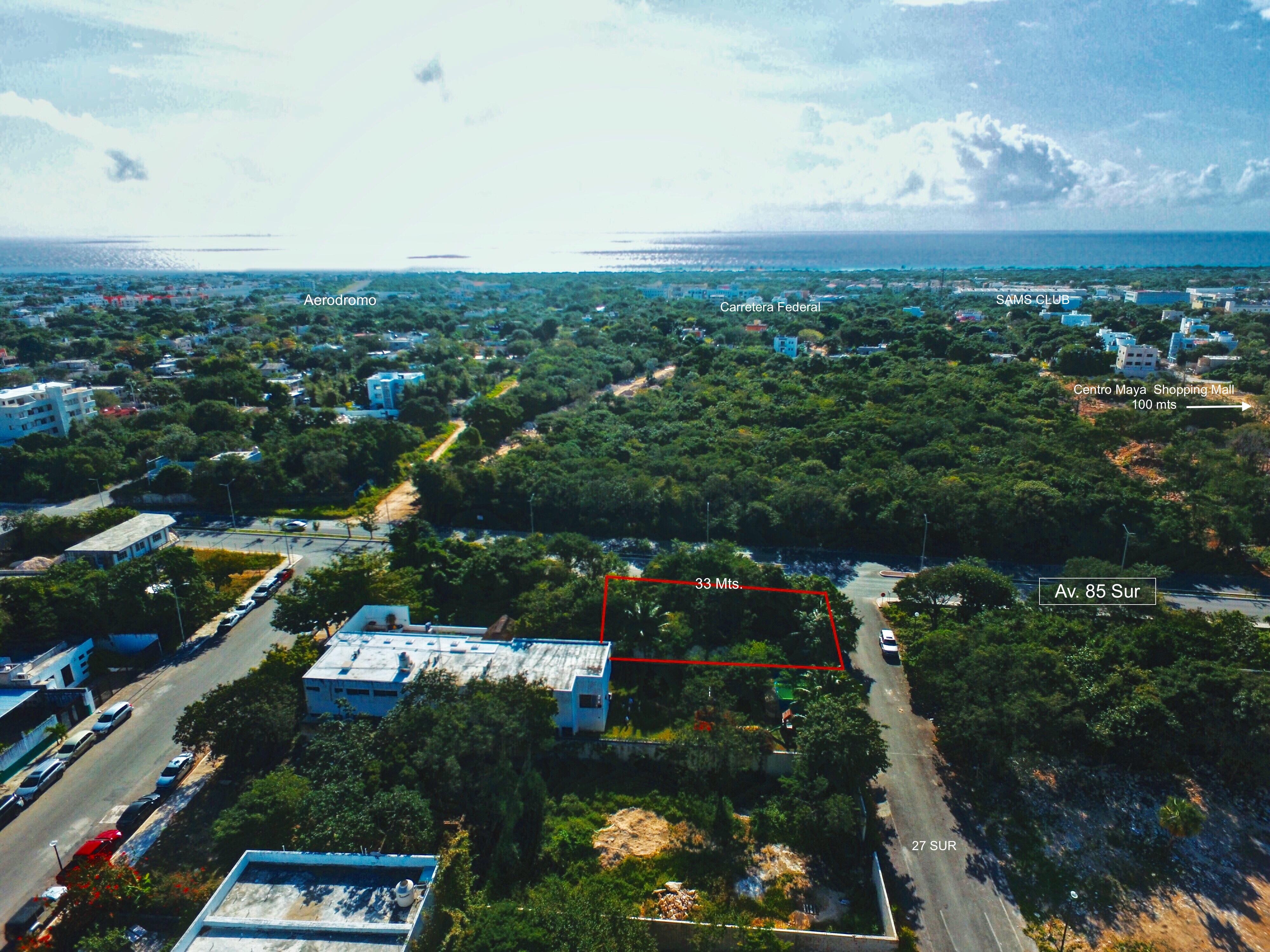 Se vende terreno en esquina sobre avenida principal en zona del Centro Maya, Playa del Carmen